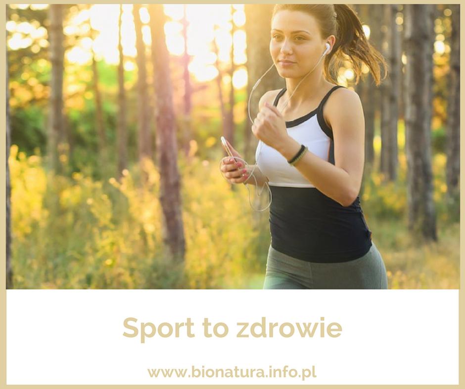 dziewczyna biegnie przez las, jogging, dr nona